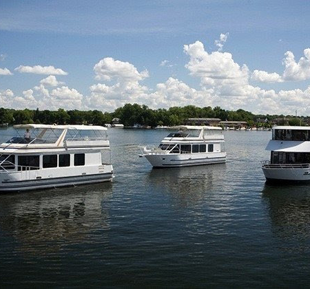 PARADISE CHARTER CRUISES | Enjoy a Happy Hour or Pizza Cruise While You Take in the Incredible Fall Colors!